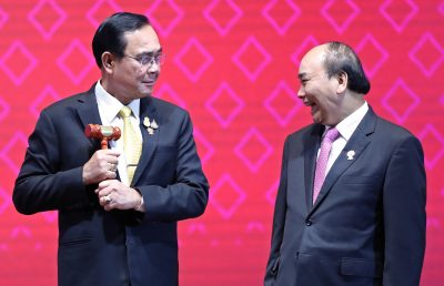 Thai Prime Minister Prayuth Chan-Ocha holds the gavel while handing over the ASEAN chairmanship to Vietnam's Prime Minister Nguyen Xuan Phuc during the closing ceremony of the 35th ASEAN Summit and related summits in Bangkok, Thailand, 4 November 2019 (Photo: REUTERS/Soe Zeya Tun).